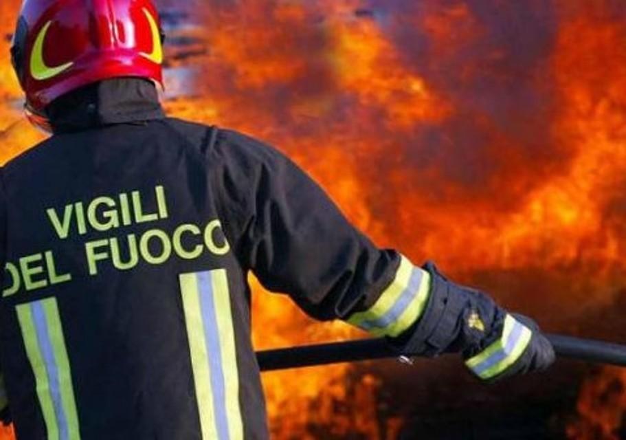 Roma, raid al Torrino: incendiate 40 auto parcheggiate