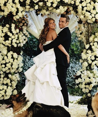 Robbie-Williams-and-Ayda-Field-celebrity-weddings-31912082-335-400
