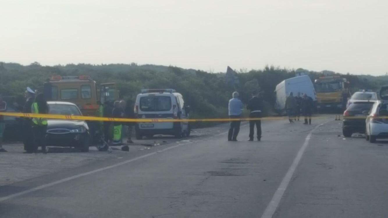 Incidente sulla via Litoranea: frontale tra auto e furgone, eliambulanza sul posto