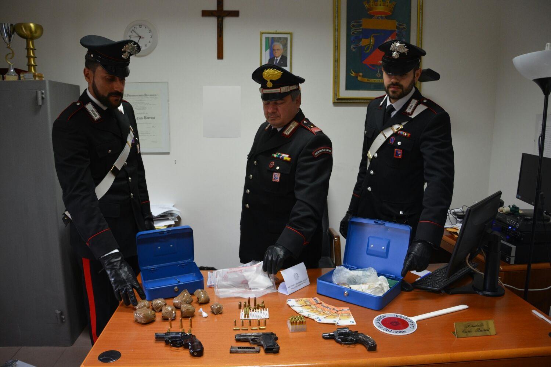 COLLEGNO. Ruba da macchinette scuola, arrestato dai carabinieri